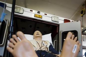 Post image for Ambulances able to send EKGs to cardiologists while en route to hospital