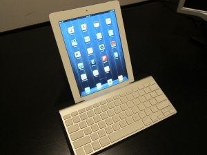 Post image for iPad 2 keyboard case review, ZAGG versus Incase Origami Workstation